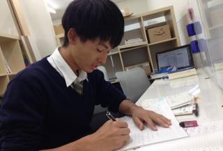 勉強中の高校生