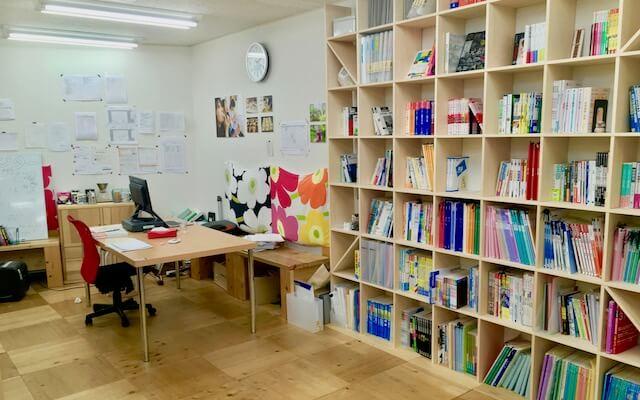 木を基調としたの開放的な教室空間